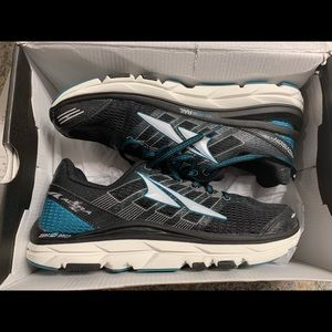 Brand new Altra performance shoes